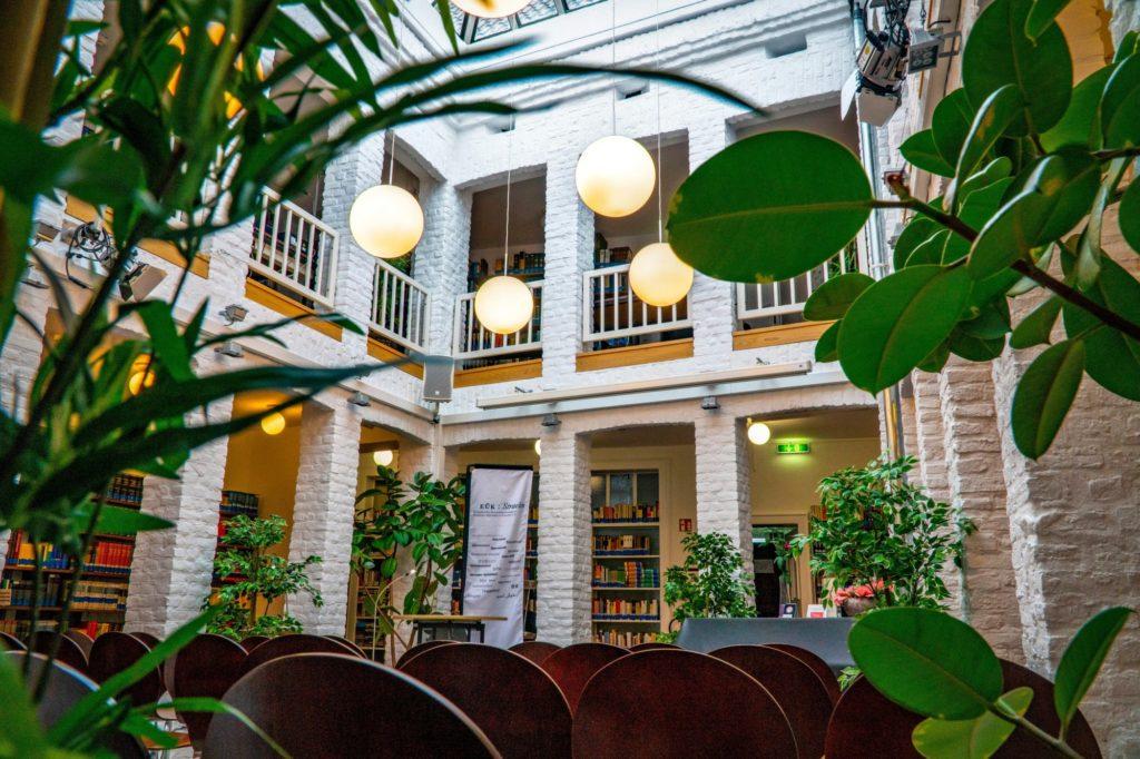 Ein Blick in das Atrium des Europäischen Übersetzer-Kollegiums